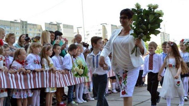 В 67 разів нижчий рівень зарплати українського вчителя, ніж у люксембурзького. Навантаження одне з найбільших у Європі. Інфографіка