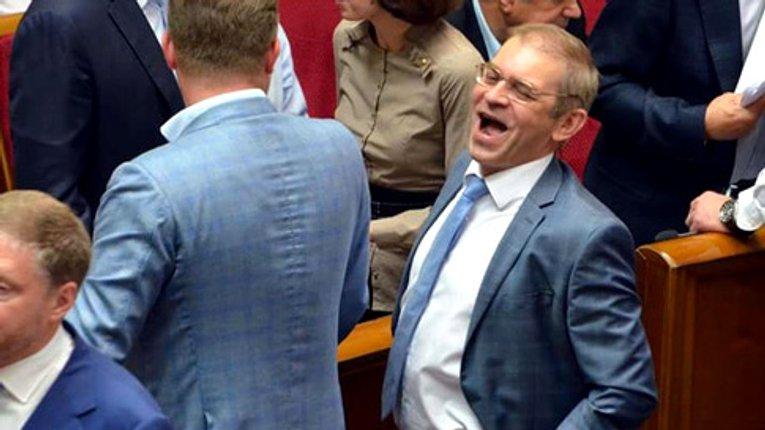 Проти Пашинського, який підстрелив людину, закрили справу