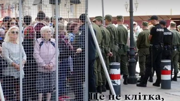«Мы такие разные, но все-таки мы вместе»: як Порошенко та Путін барикадуються та ставлять клітки для людей