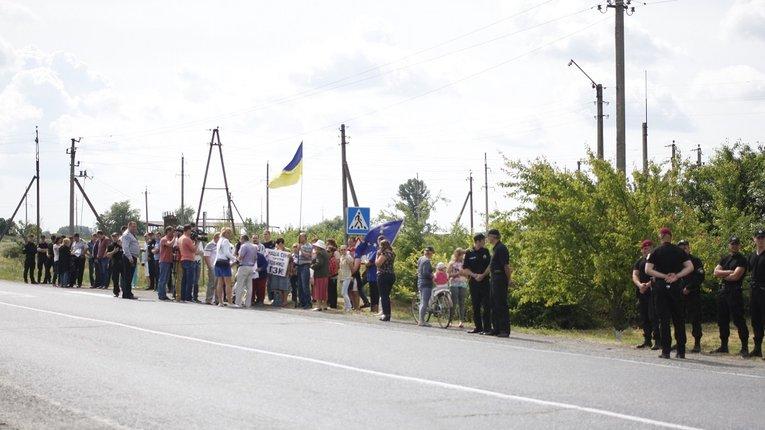 Обурені будівництвом ГЗК мешканці Єристівки перекрили трасу Полтава-Кременчук