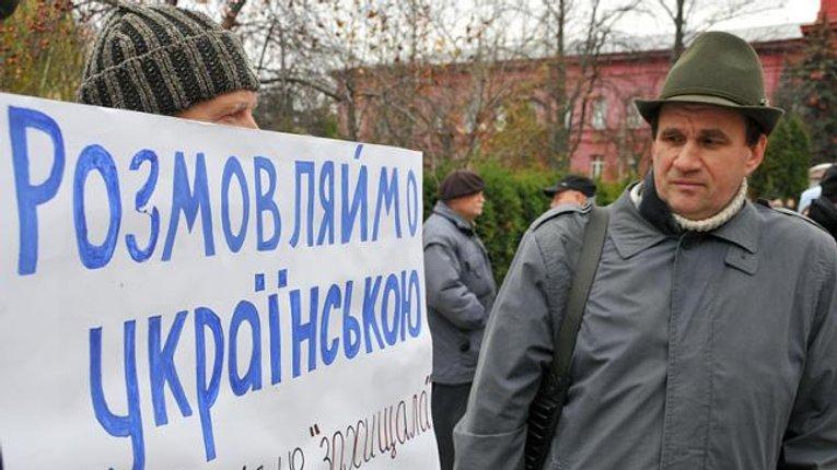 Більше половини українців розмовляють українською в повсякденні – соцопитування