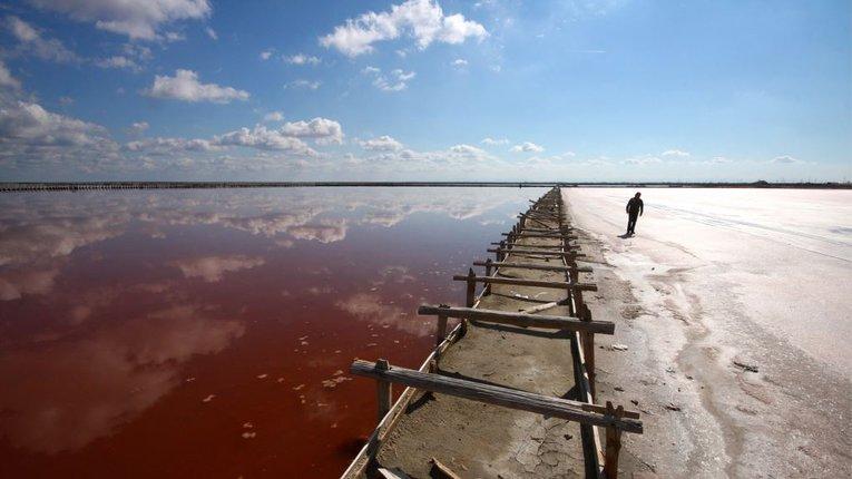 Шматок солі під військові бази. Волонтер розповів, що буде з Кримом, росіяни залишать його