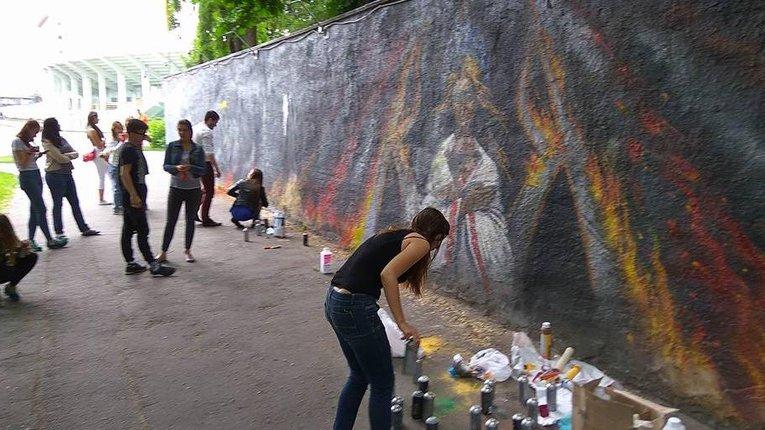 Полтавці відновили графіті-меморіал Героям Небесної Сотні