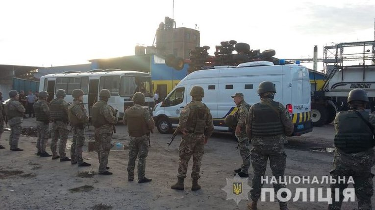 Рейдерське захоплення елеватора в Харківській області: суд заарештував 15 осіб без права застави