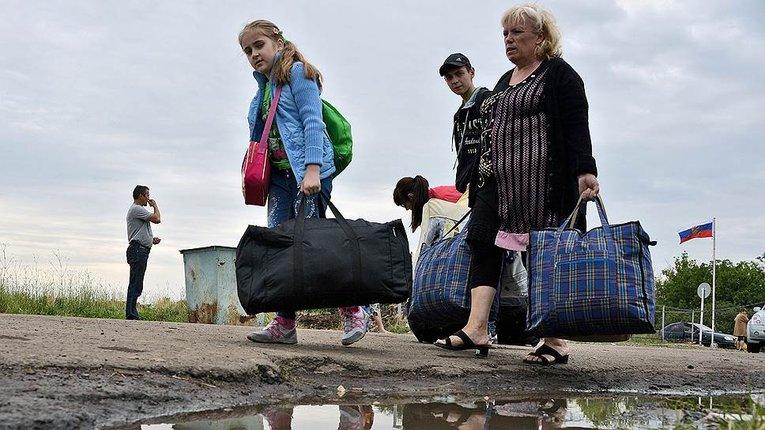 Путін виділив гроші, щоб повернути біженців назад на Донбас