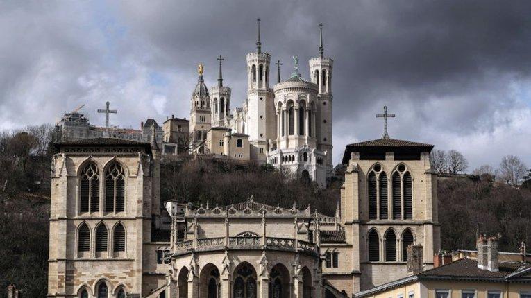 За рік у Франції відбулася майже тисяча нападів на католицькі святині