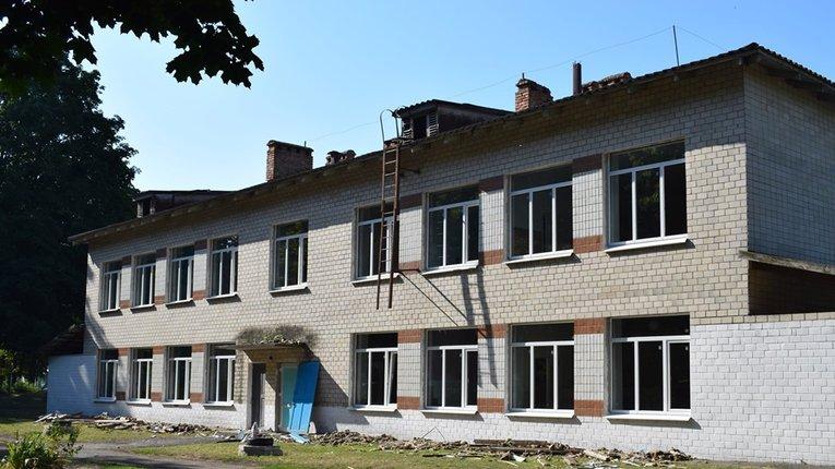 У Великій Багачці триває ремонт селищної школи