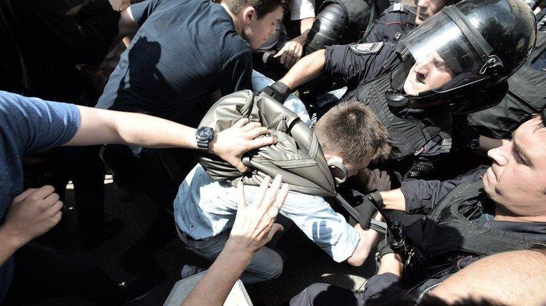 Протести в Москві: затримано понад пів тисячі учасників. Мітингарі не розходяться (фото)