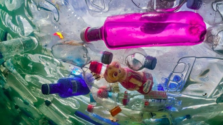 Пластикогеддон: тепер пластик падає і з неба