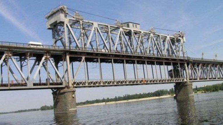 Від Зеленського вимагають звернути увагу на проблему Крюківського мосту