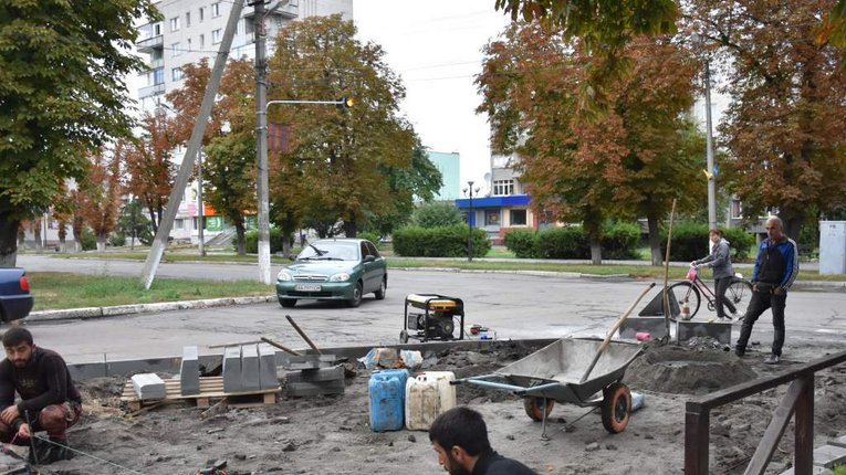 На території Пирятинської громади приводять до ладу тротуари