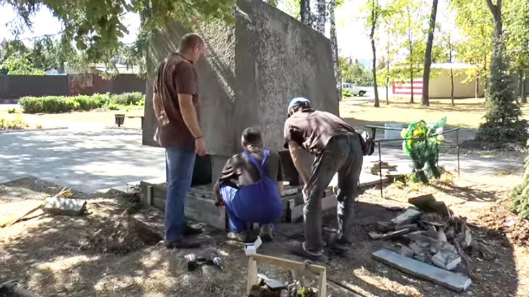 Комунальні служби Полтави реставрують пам'ятники до Дня міста