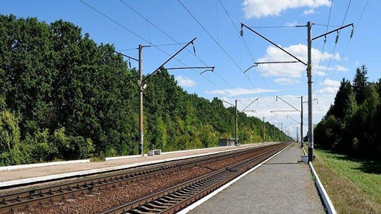 Мешканці Карлівки скаржаться на відсутність залізничної платформи