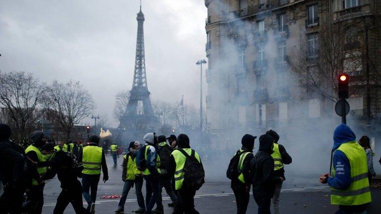 Більше половини французів вважають мігрантів загрозою, понад 70% – не довіряють елітам