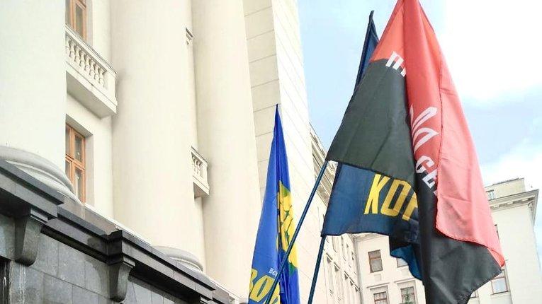 «Не дозволимо здати Донбас!» – під Офісом президента відбудеться мітинг