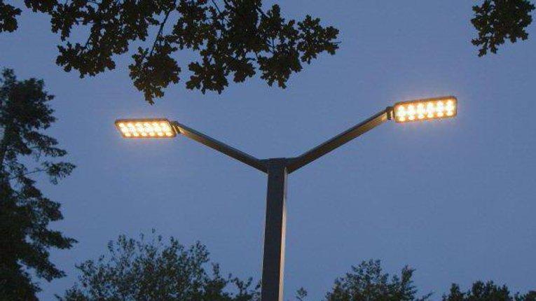 У Гребінці оновлюють вуличні ліхтарі