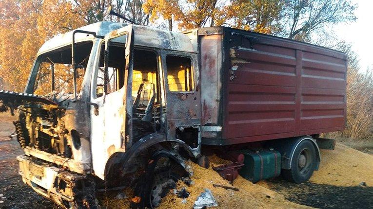 У Гадяцькому районі майже дощенту згоріло вантажне авто