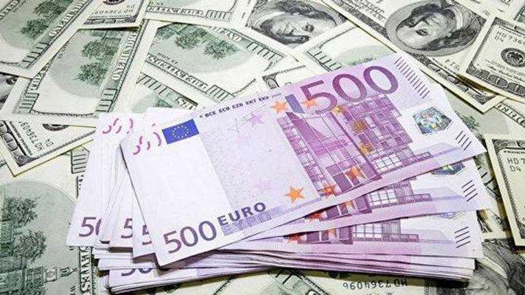 «Епоха зубожіння» і досі не минула: долар та євро продовжують рости