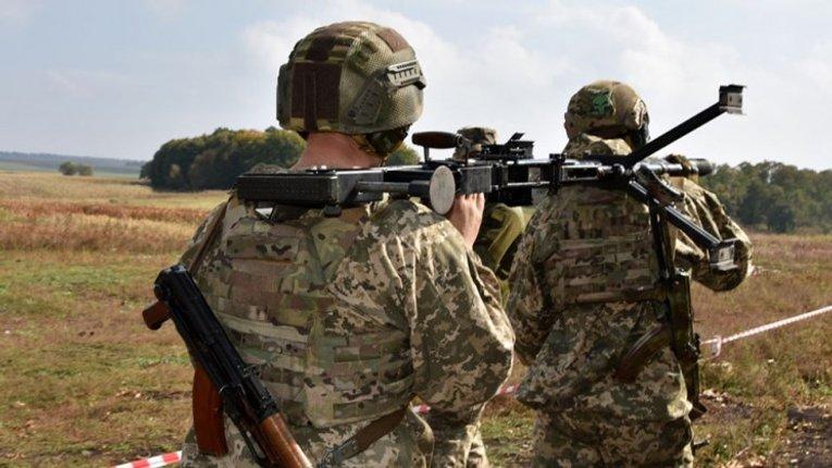 Деморалізація армії і вбивча логіка Зеленського: як коментують відведення військ (дайджест)