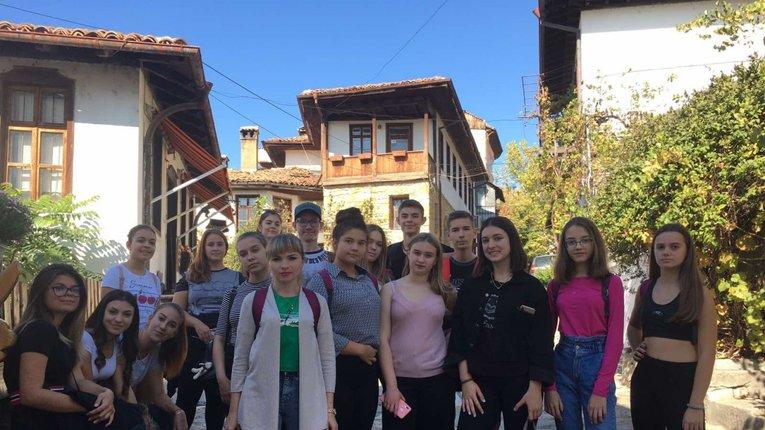 Миргородські школярі дізнались про життя однолітків у болгарському місті-побратимі