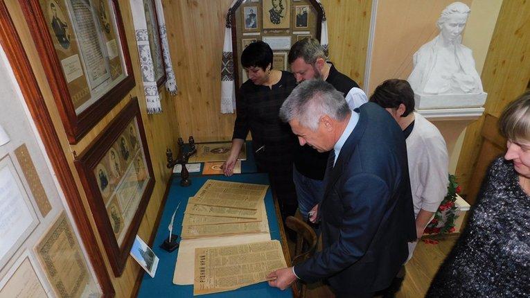 У Гадячі презентували оригінали місцевої газети 100-річної давнини