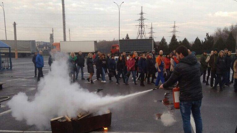 На території «Епіцентру» у Полтаві сталася пожежа. На щастя – лише в рамках навчань