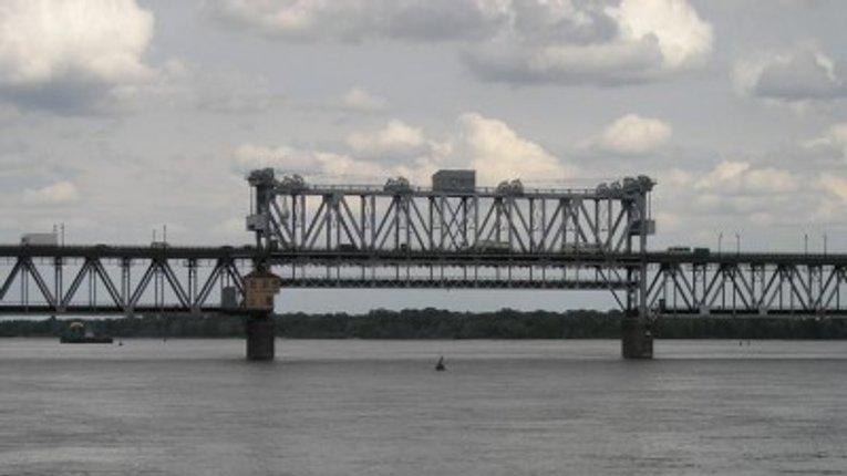 У Кременчуці обмежать автомобільний рух на мосту через річку Дніпро