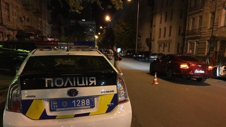 У центрі Києва син Шуфрича за кермом Bentley збив людину
