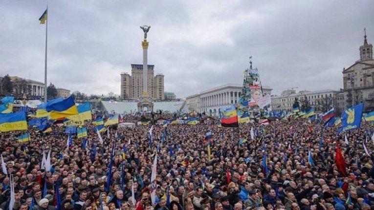Українські революції є втраченими шансами, – Доній