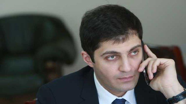 Сакварелидзе: Порошенко смотрит на Украину и на людей как на свою шоколадную будку Рошен