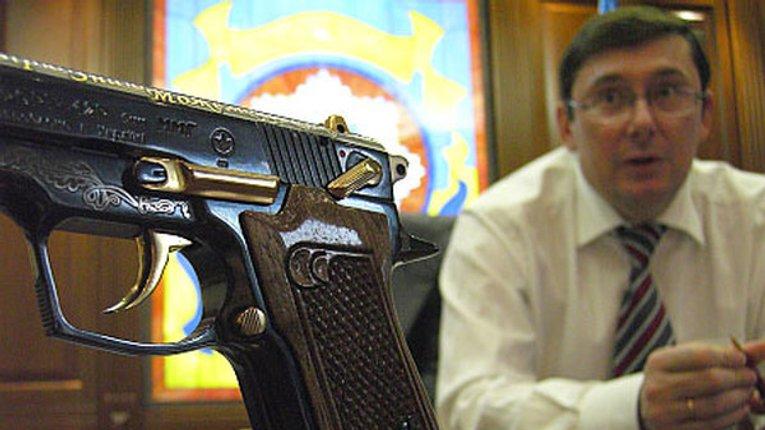 Луценко запропонував легалізувати короткоствольну нарізну зброю