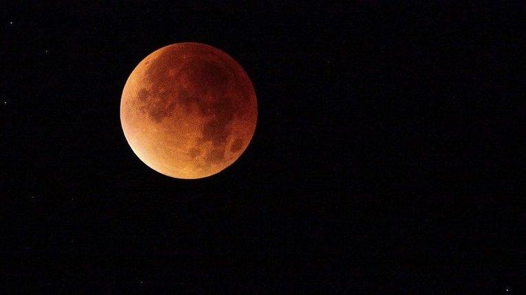 Сьогодні українці зможуть спостерігати «кривавий Місяць»