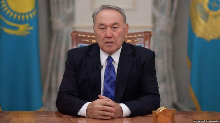 Казахстан: Назарбаєв заборонив парламенту й уряду використовувати російську на засіданнях
