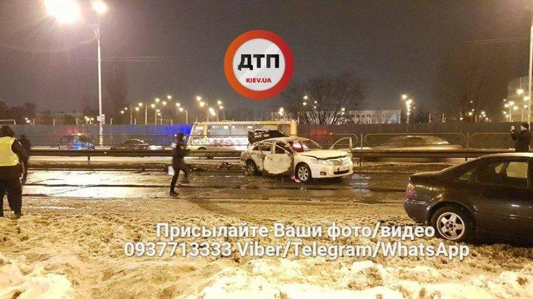 Поліцейський кинув гранату в СБУшників в Києві