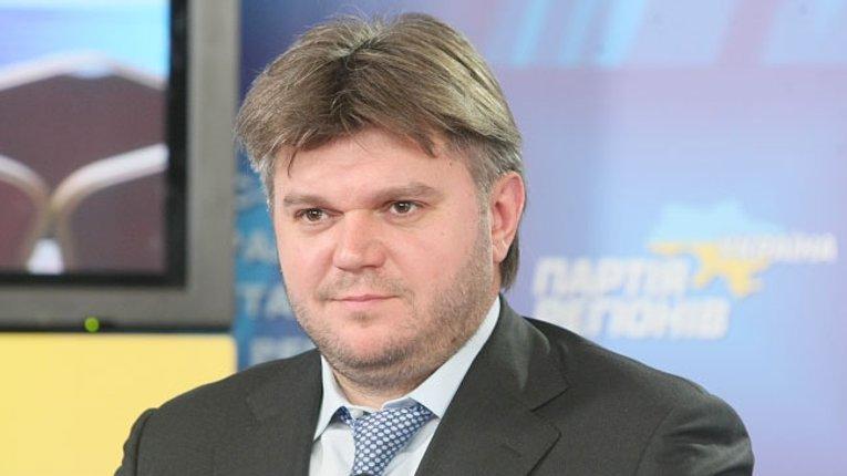 Ставицький організував міжнародне рейдерство Екс-міністр силою захоплює мережу автозаправних станцій в Україні