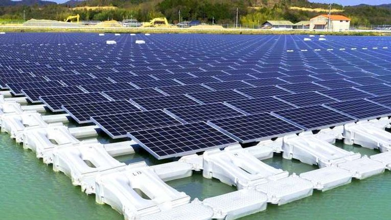 В Японії почала працювати найбільша сонячна електростанція на воді