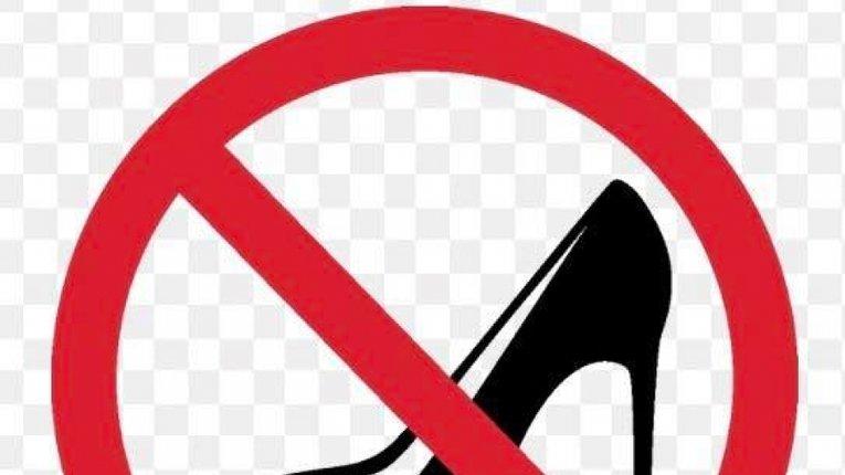 Навіщо на авто наліпка «туфля»? Ніяково за жінок