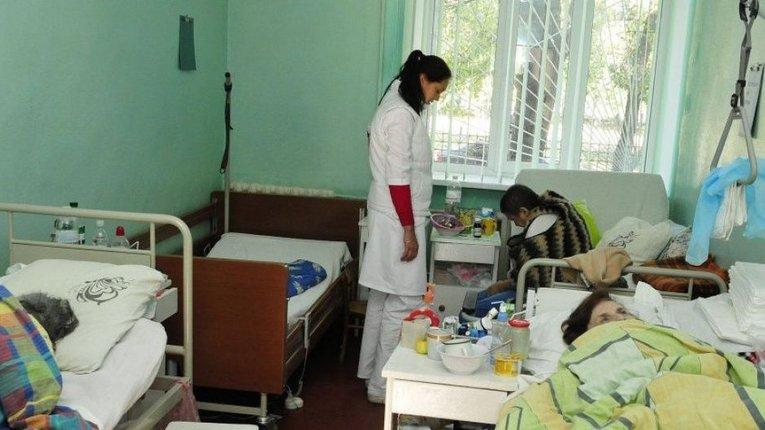 Особенности национальной медицины: со своими лекарствами, продуктами и постельным бельём