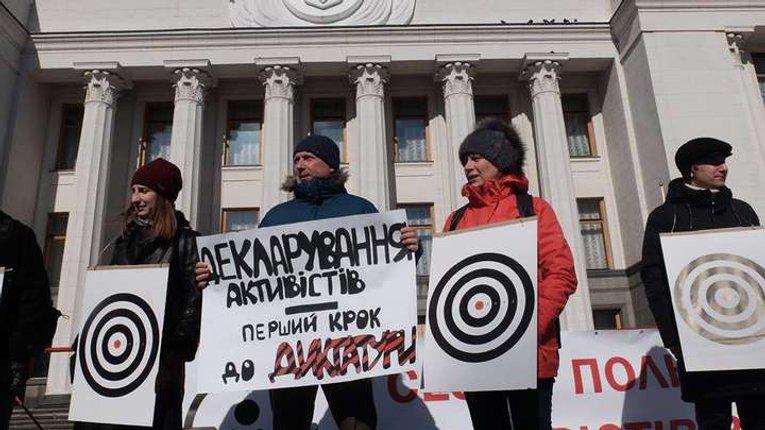 Е-декларації для антикорупціонерів: ноу-хау, яке перетворилось на граблі