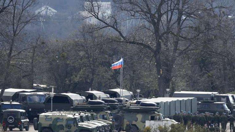 Росія стягнула до українського кордону 77 тис. військових і майже тисячу танків - Полторак