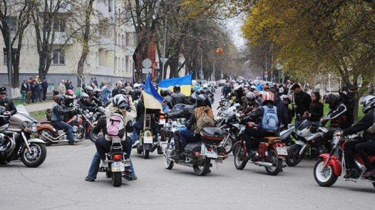 Репортажі з-за Кобищанських парканів: Тікаймо – байкер!