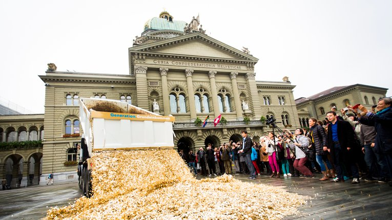 Чи допоможе бідним країнам загальний базовий дохід?
