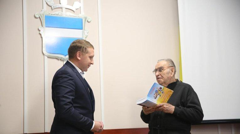 """Презентація книги """"Українці п'яти континентів"""""""