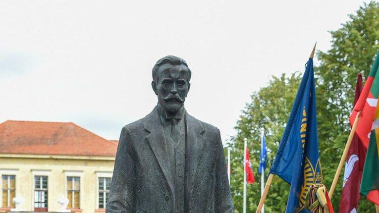 Пам'ятник Антанасу Смятоні у Каунасі