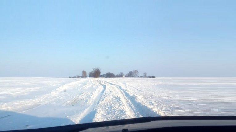 На Полтавщині сніговий колапс. Автодорожники відмовляються чистити шляхи