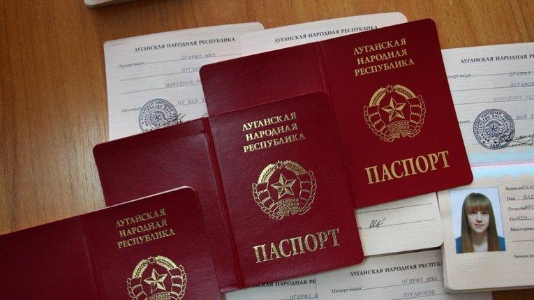 РФ намагається легалізувати своїхнайманців на Донбасі через роздачу паспортів фейкових «республік»