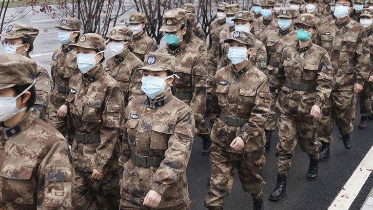 Паніка у Китаї: запаси медикаментів майже витрачені, лікарі стикаються з погрозамии від пацієнтів.