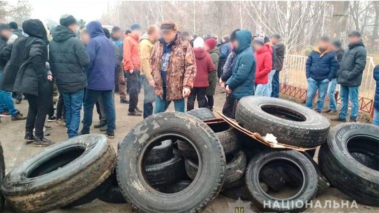 Як учасники акцій протесту у Нових Санжарах голосували на виборах