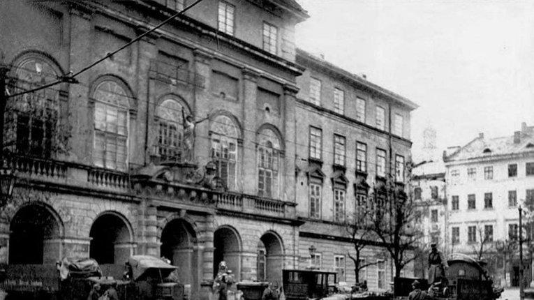 Бої у Львові: «Астролябія» перевидала важливе дослідження з воєнної історії