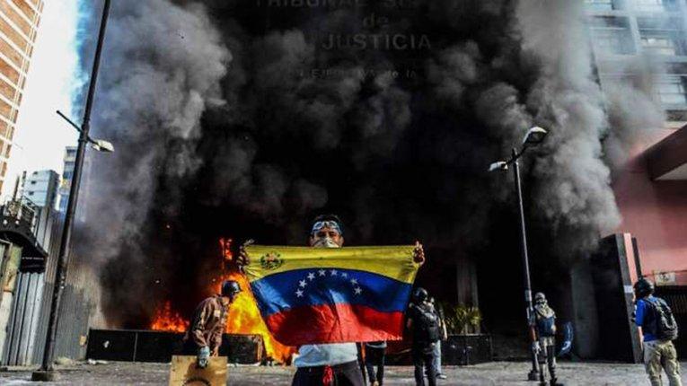 У столиці Венесуели поновилися вуличні протести проти чинної влади